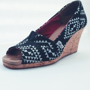 Toms Silver Reina Tribal Wedges. Size 9